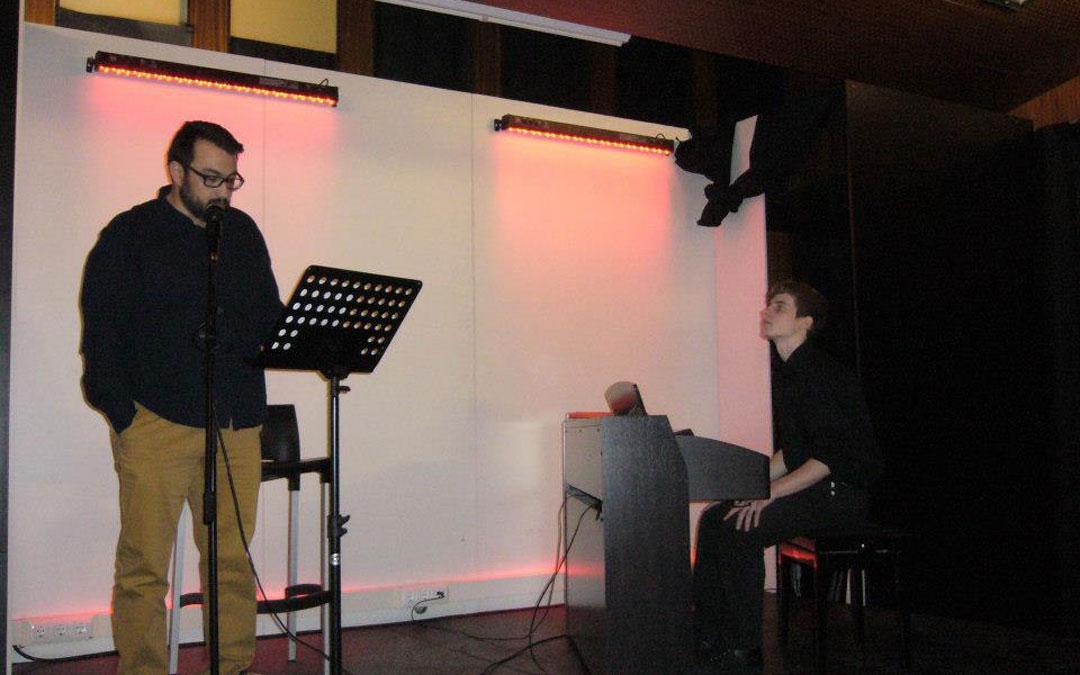 Soriano, en una de las acciones de poesía y música de Poiesis en 2014. / Asoc. Literaria Poiesis