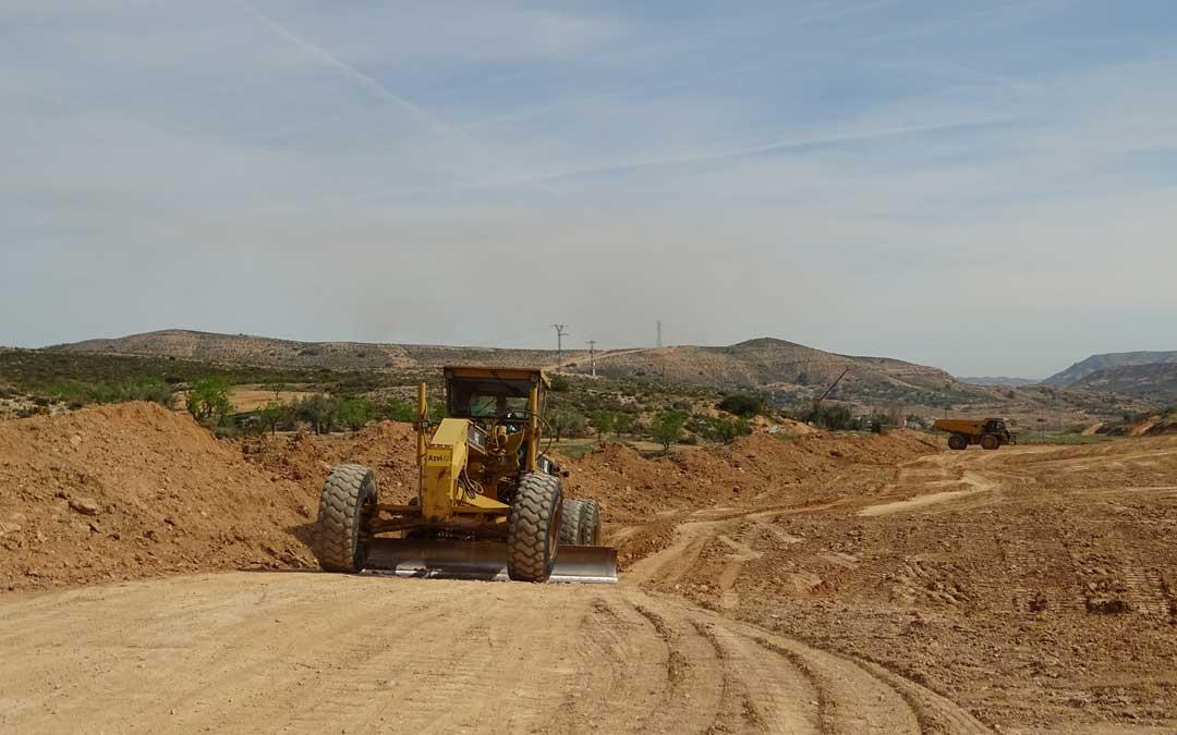 Máquinas trabajando en las obras de la variante en la zona de Las Valles / Ayuntamiento de Alcorisa