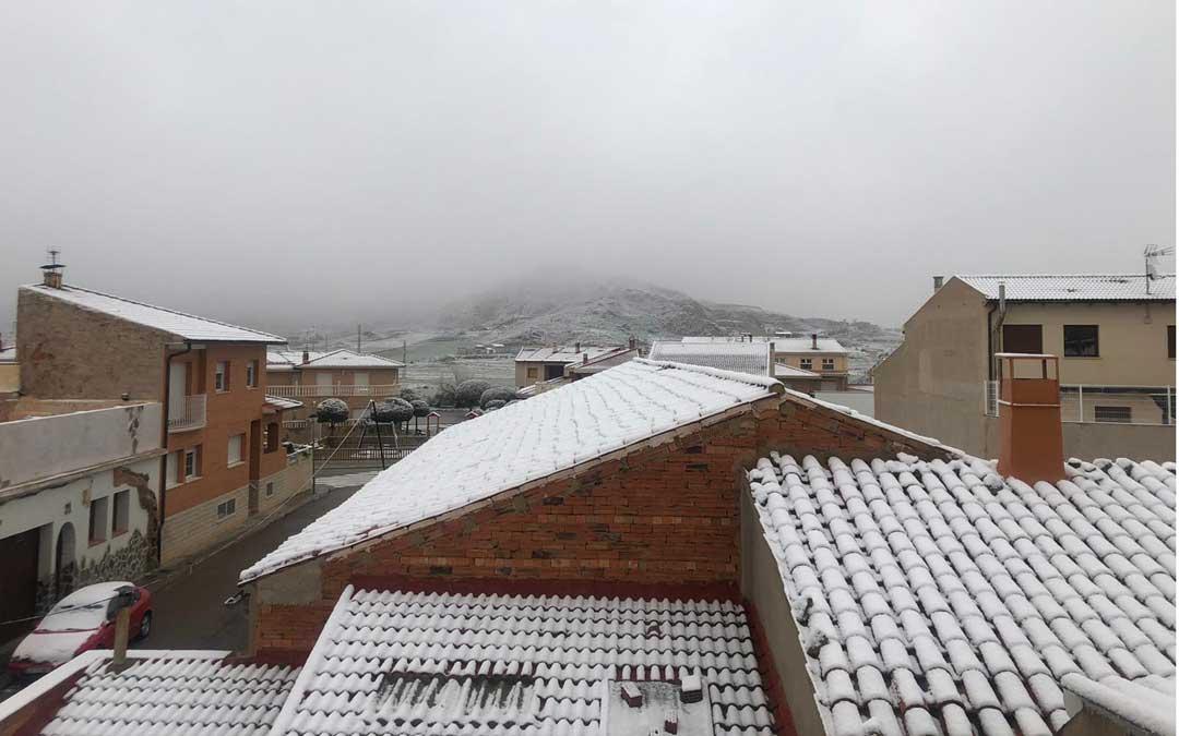 Andorra es otra de las localidades que ha registrado una débil nevada durante esta madrugada.