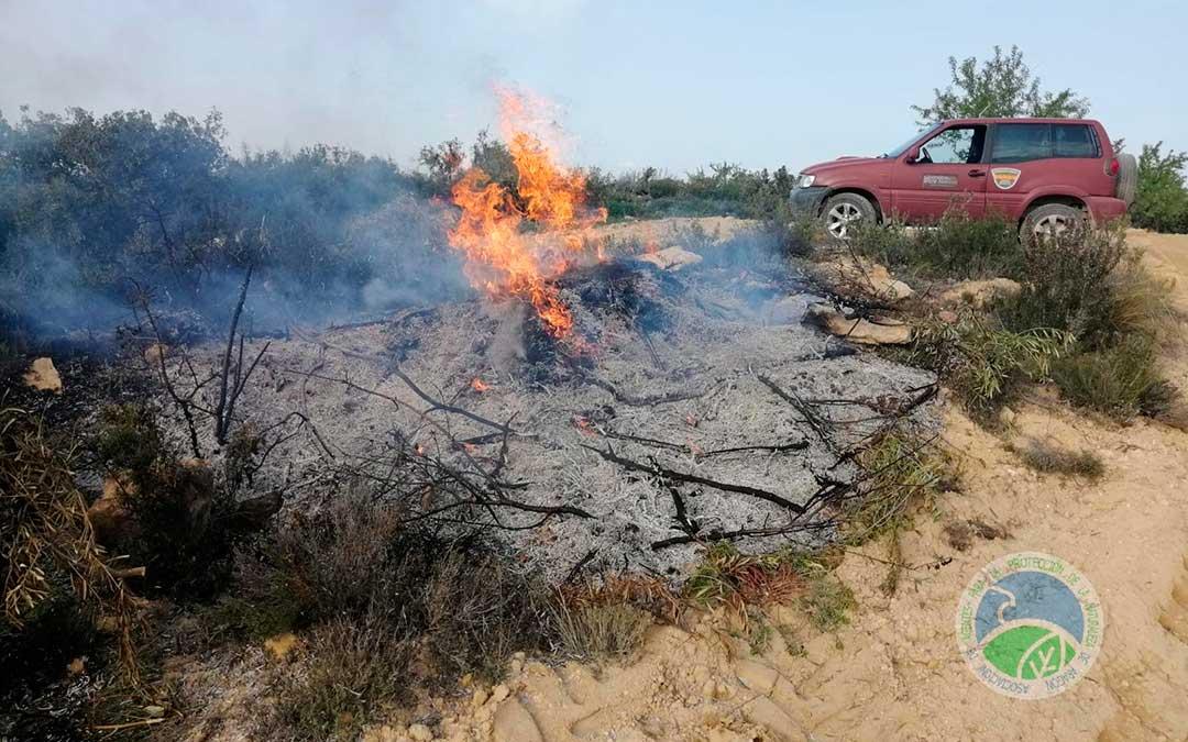 Las autoridades exigen que las quemas se hagan en medio de los campos y nunca en los ribazos. Foto: AAPN