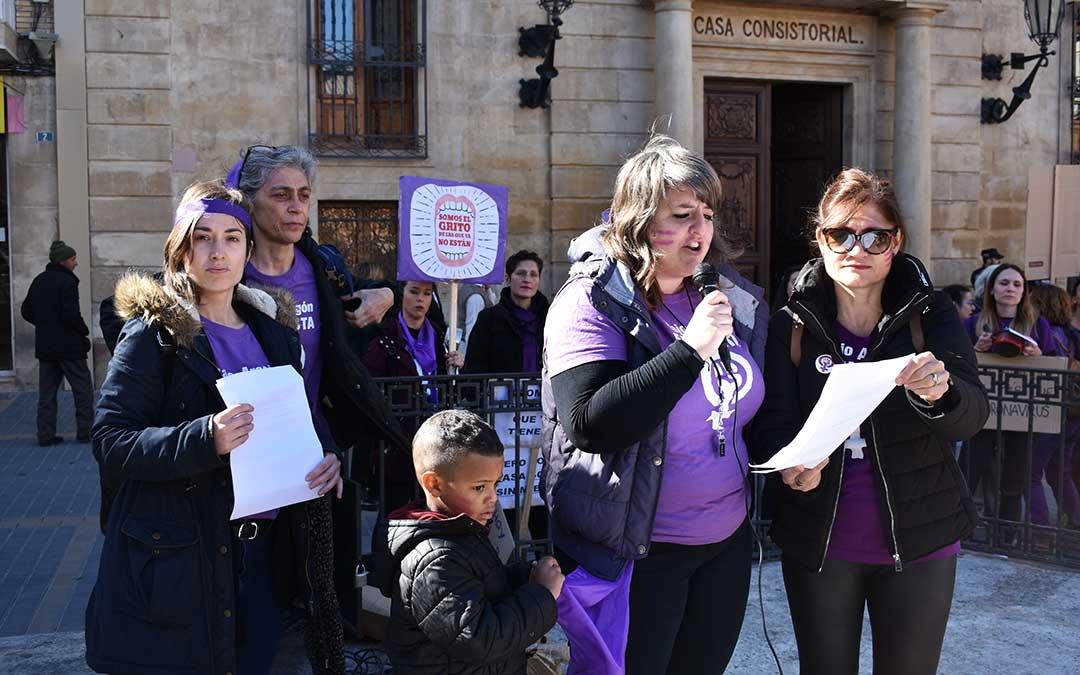Varias representantes del Bajo Aragón Feminista durante la jornada del 8M.