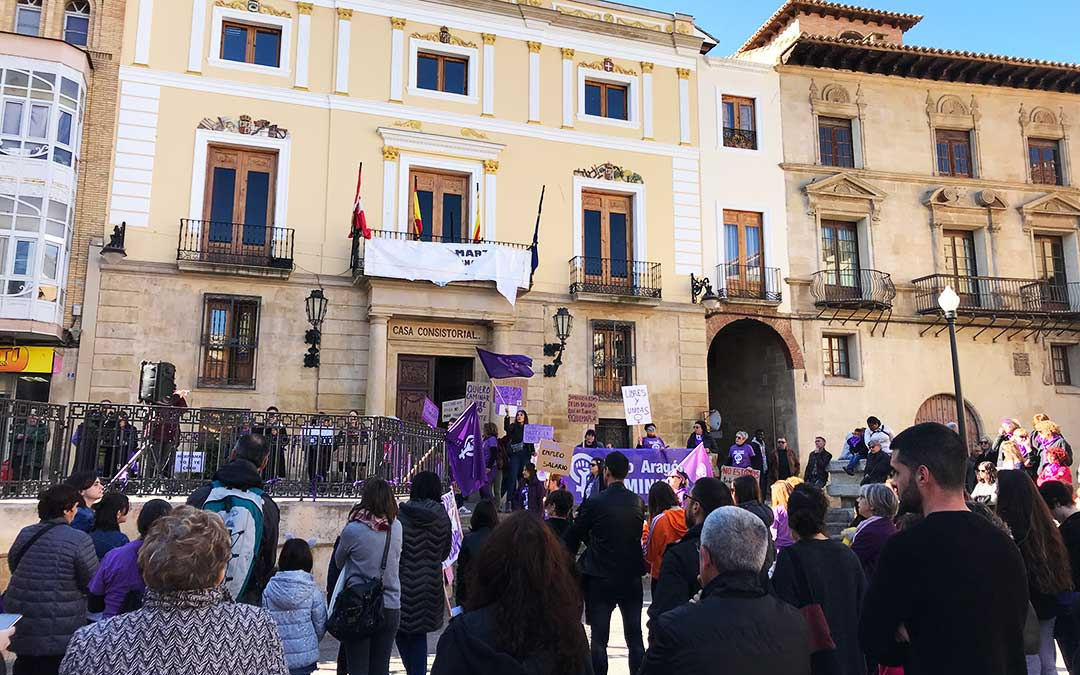 El primer acto de la caravana feminista se ha realizado en Caspe.