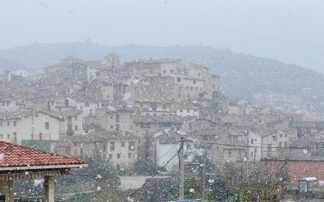 La nieve ha hecho acto de presencia en varias localidades.