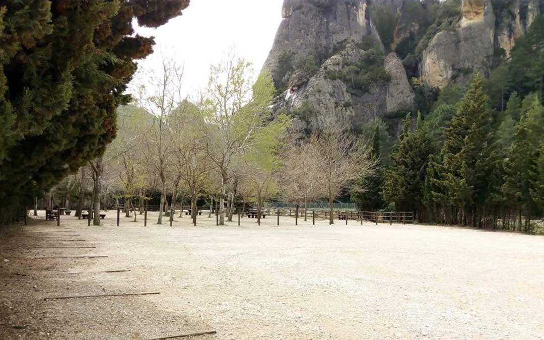 Imagen del aparcamiento del Parrizal en Beceite completamente vacío durante el estado de alarma. / AAPNA