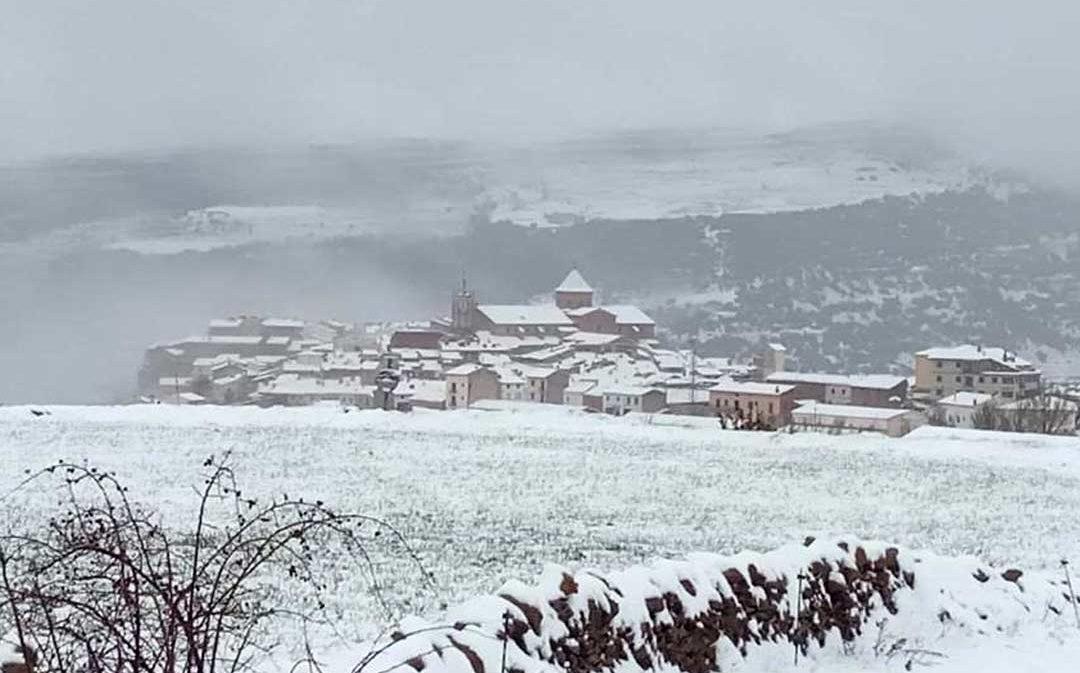 El temporal deja hasta 10 centímetros de nieve en el Maestrazgo y llega a zonas bajas