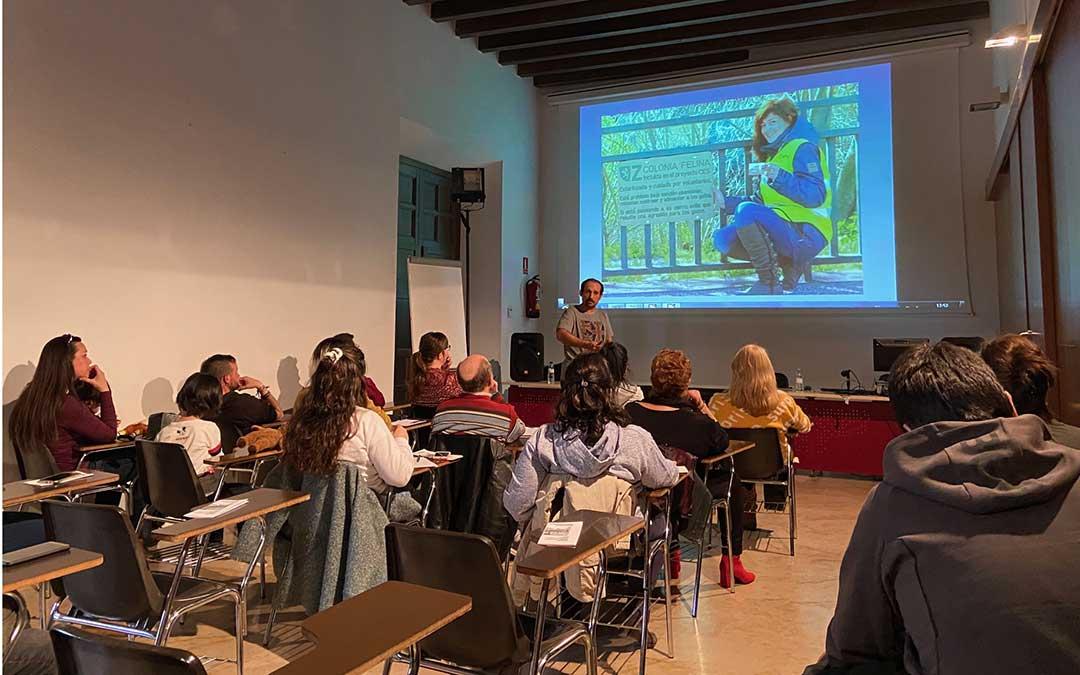 Asistentes este sábado a la charla sobre el proyecto CES en el Liceo de Alcañiz./ A.M.