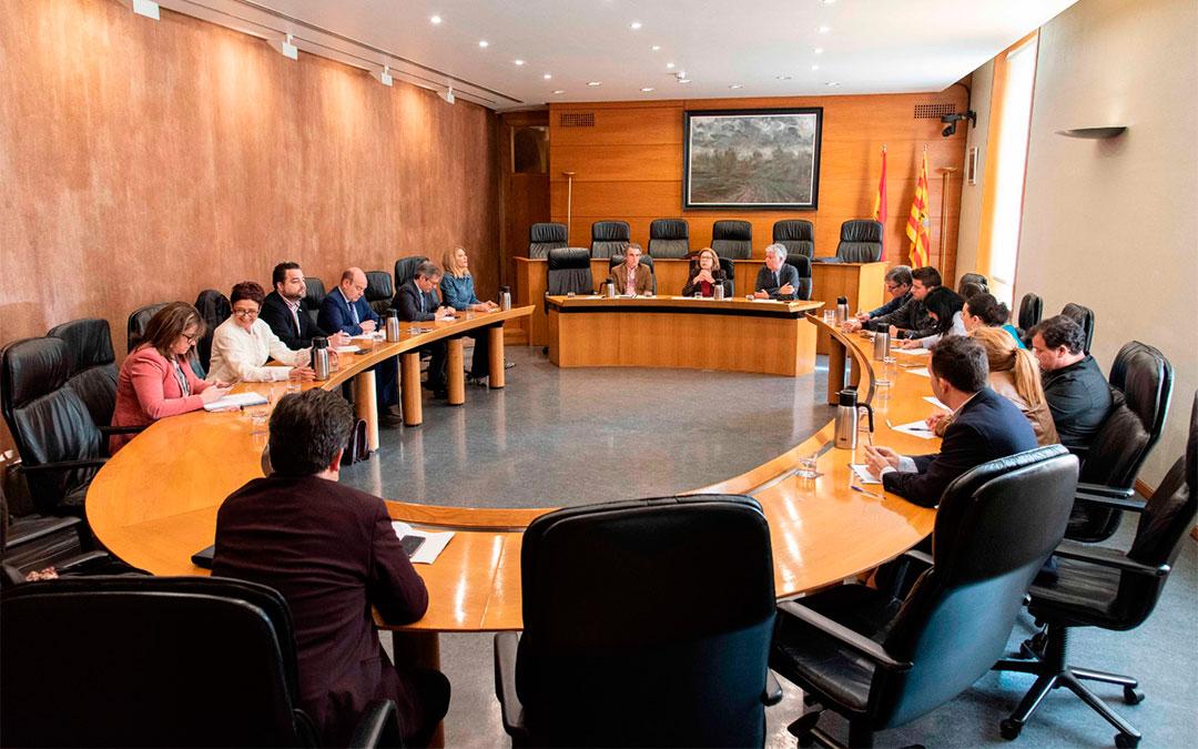 La consejera, el director general de Salud Pública y el gerente del SALUD se han reunido este miércoles con los portavoces de los grupos parlamentarios./ DGA