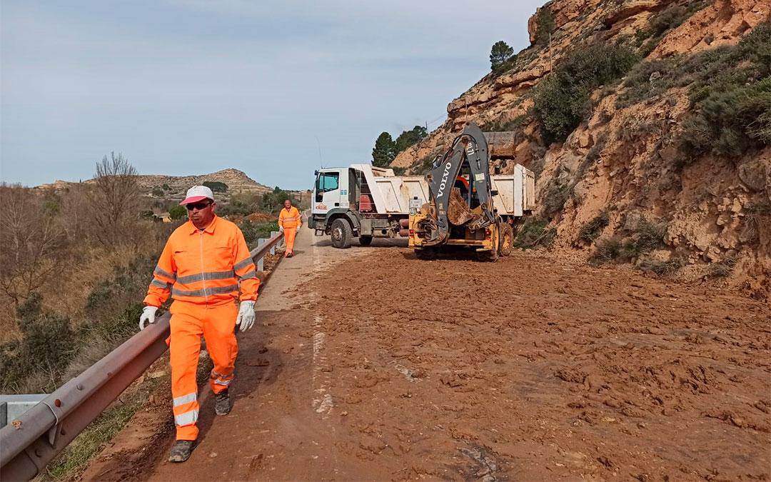 La tierra ha colapsado todo el ancho de la vía en el punto kilométrico 4./ M. Celiméndiz