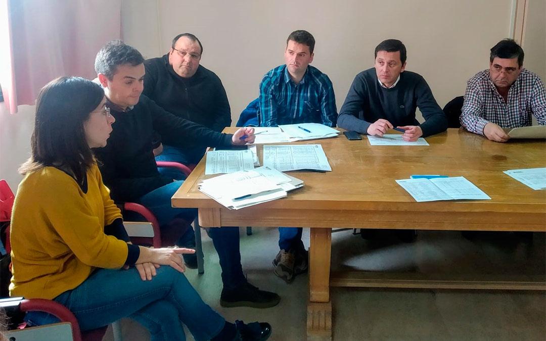 El director del Servicio Provincial de Teruel se reúne con los alcaldes por los daños causados por la borrasca Gloria./ DGA