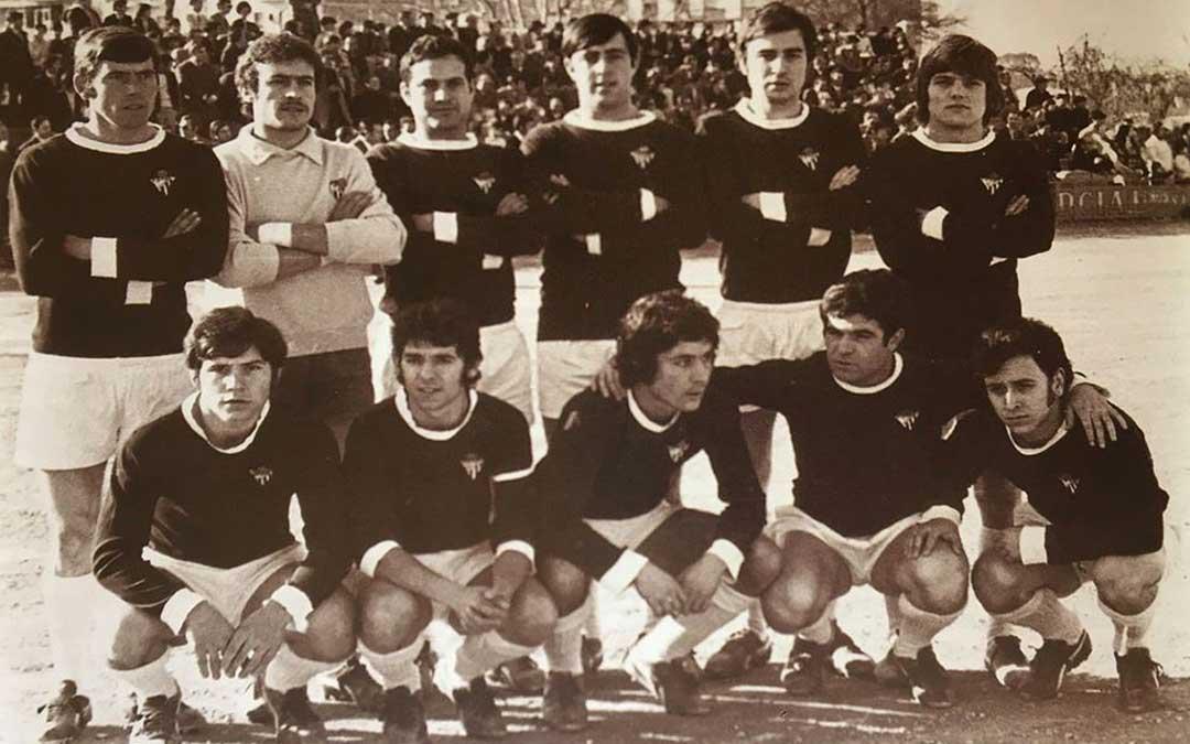 Equipo del Alcañiz de la temporada 1973 con algunas caras muy conocidas Tabolo, Teodoro, Paco o José Estarán; entre otros