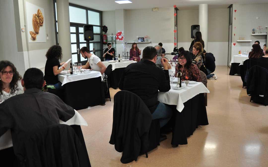Los participantes disfrutaron de un menú degustación en el restaurante Chapeau con una actuación del Proyecto Inspira
