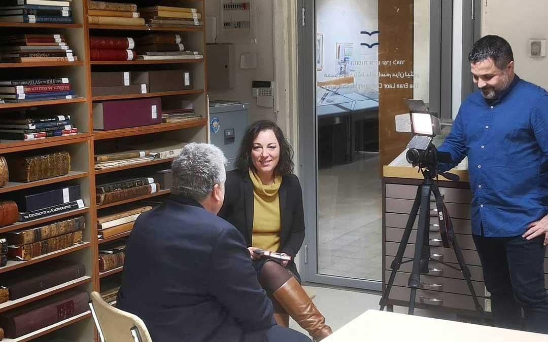 Conte y Guimerá, en el rodaje en Jerusalén con uno de los expertos. El rodaje, que busca apoyos, seguirá por otros países para contar la historia. / #alantansitheproject