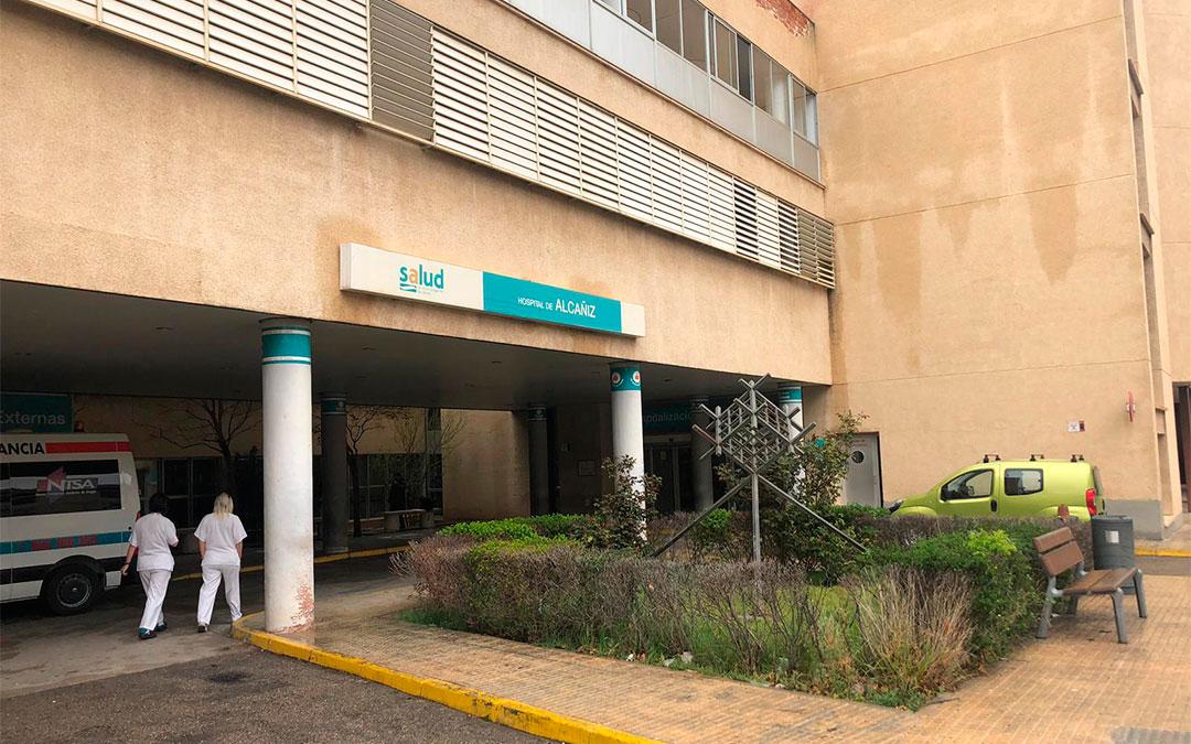 Foto de archivo de la puerta del Hospital de Alcañiz./ Laura Castel