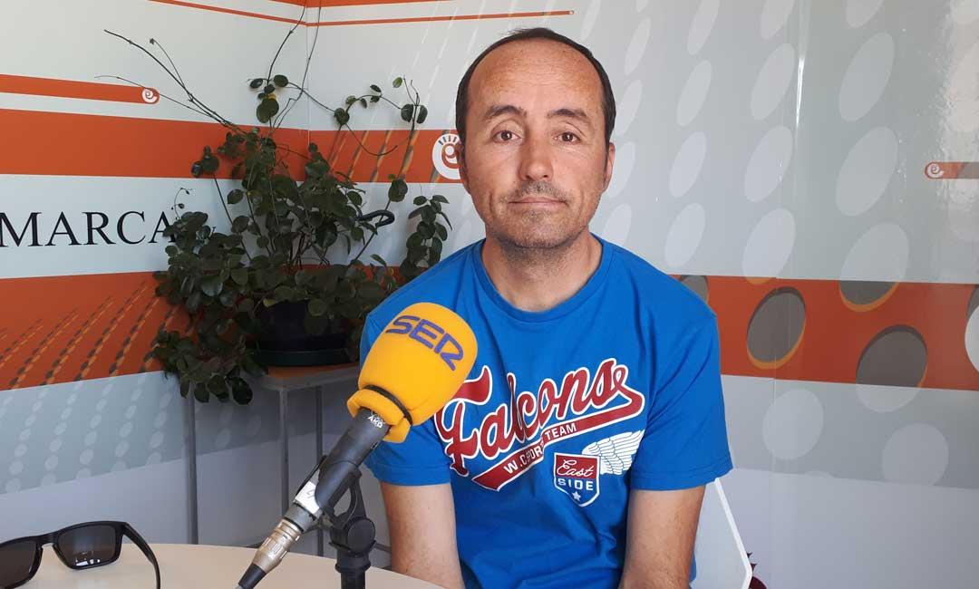 El alcalde de Valmuel, Roberto Lahoz, en los estudios de Radio La Comarca