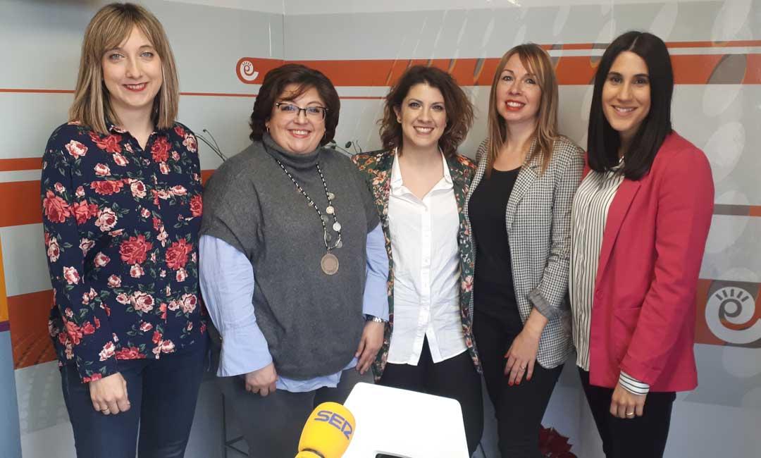 Las cinco mujeres entrevistadas en los estudios de Radio La Comarca