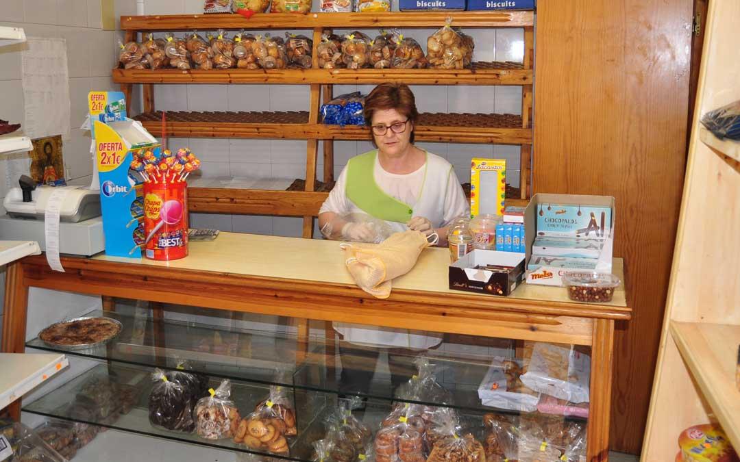 Una de las dos panaderías de leña de Beceite que estos días notan la falta de turistas.