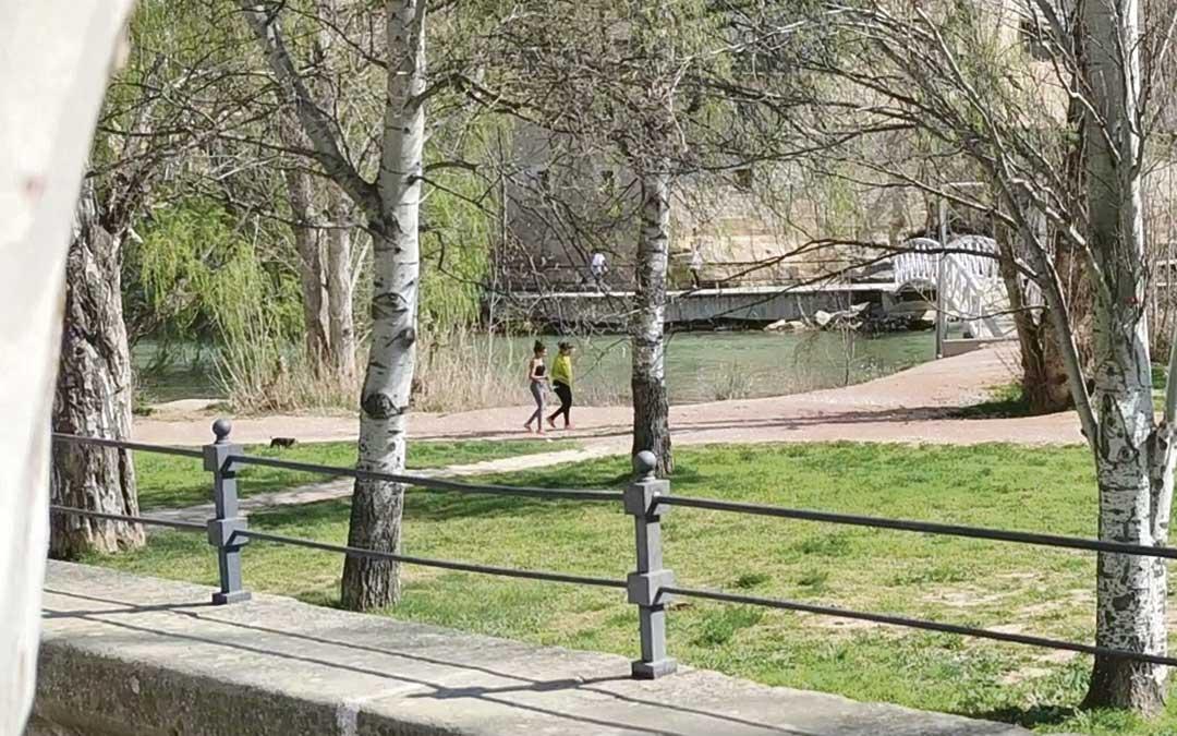 Los paseos individuales o con una persona con la que se conviva pasan a estar permitidos a partir de sábado./ L.C.