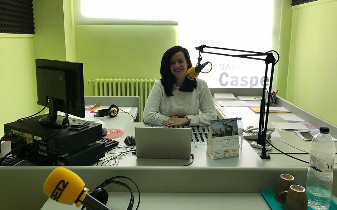 Laura Quílez presenta Hoy es tu día, en Radio Caspe.