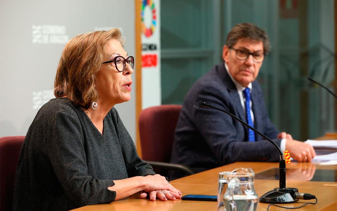 La consejera de Sanidad, Pilar Ventura, y el vicepresidente, Arturo Aliaga, dan a conocer los últimos casos de coronavirus este martes en rueda de prensa./ DGA