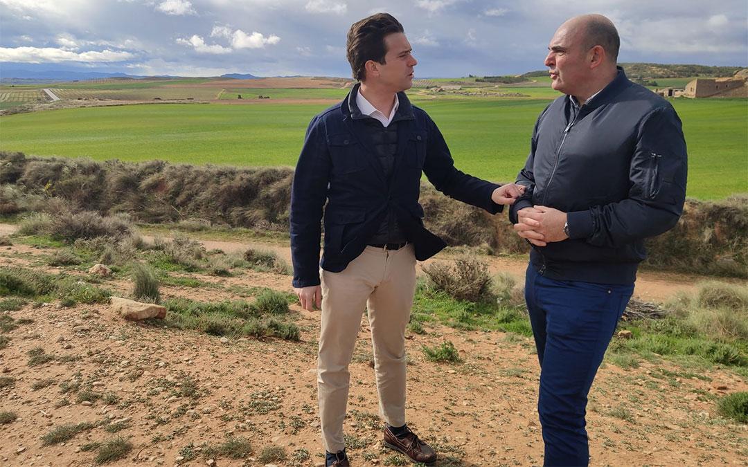 El portavoz de Agricultura del PP en las Cortes, Ramón Celma, y el diputado Juan Carlos Gracia Suso en marzo en Alcañiz./ PP