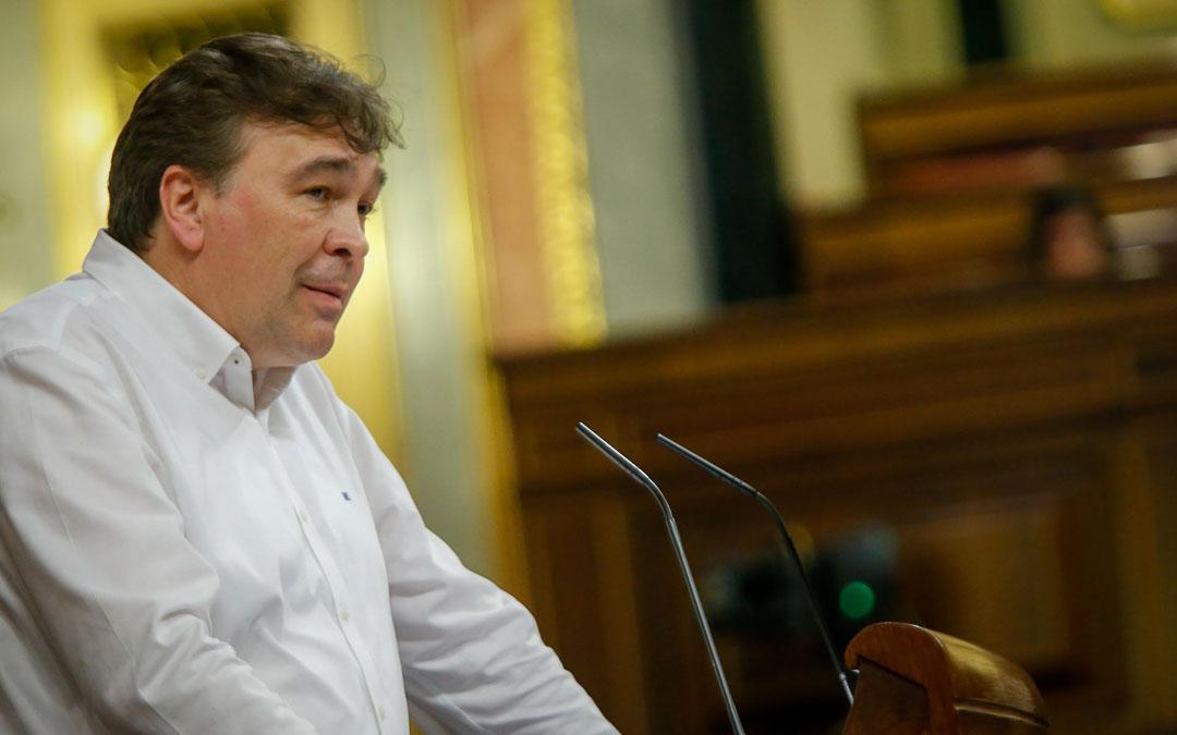 Tomás Guitarte en una de sus intervenciones en el pleno durante el mes de marzo