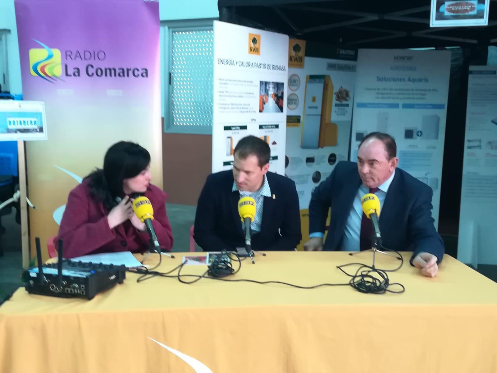 Laura Quílez junto al alcalde de Valdealgorfa, Ángel Antolín y el delegadao del Gobierno de Aragón en Teruel, Benito Ros
