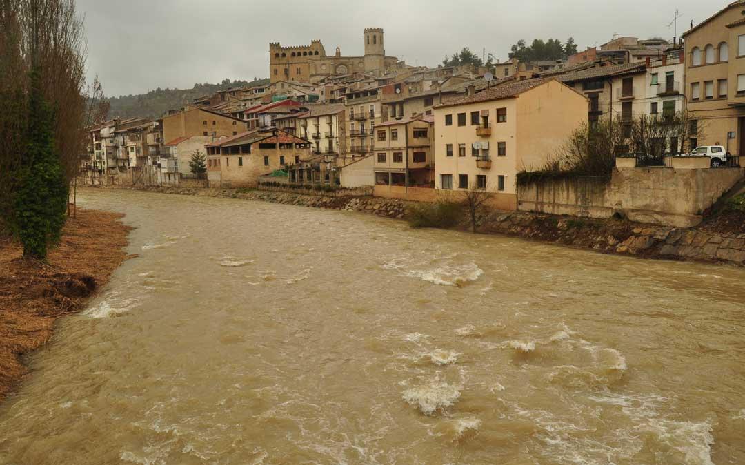 El caudal ha superado los 40 metros cúbicos por segundo en Valderrobres y los 60 en el caso del río Algars en Lledó.