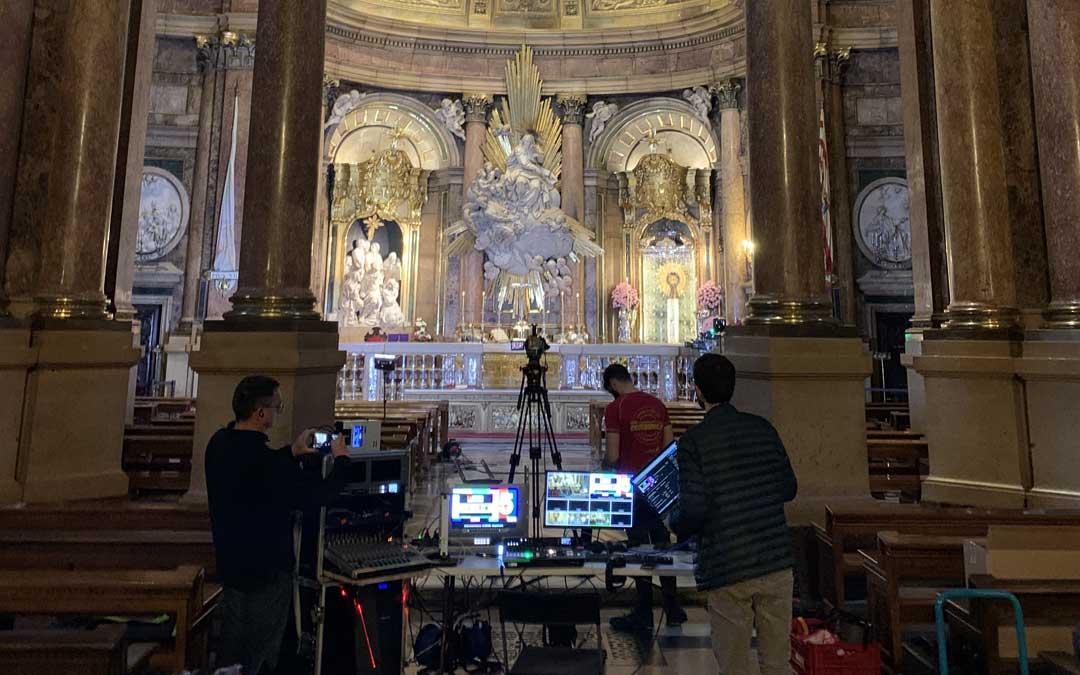 Grabación de una de las misas que enseguida alcanzó miles de visualizaciones en internet.