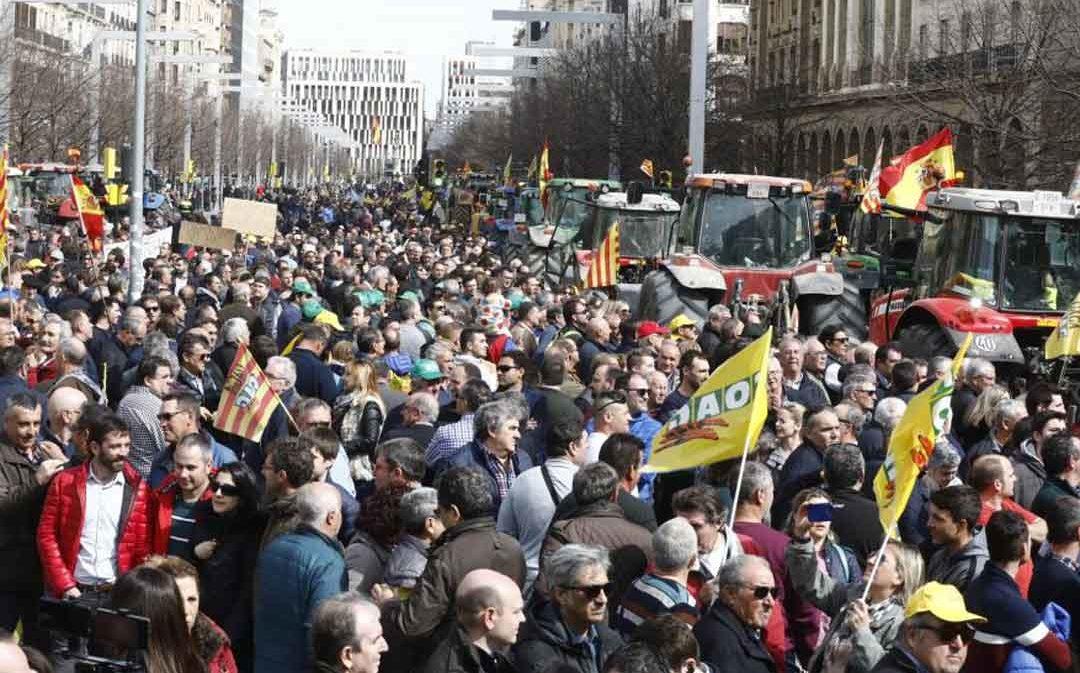 1.500 tractores llenan las calles de Zaragoza en una jornada de reivindicación histórica