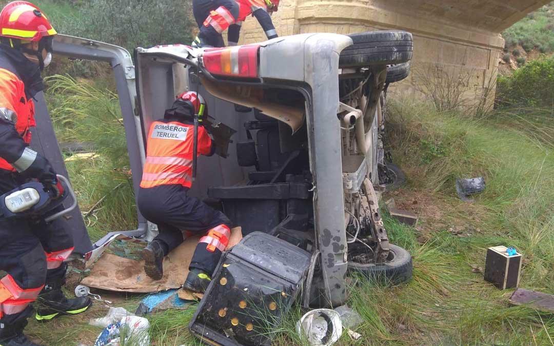 Los bomberos de la DPT con base en Alcañiz han acudido al lugar del accidente. Bomberos DPT