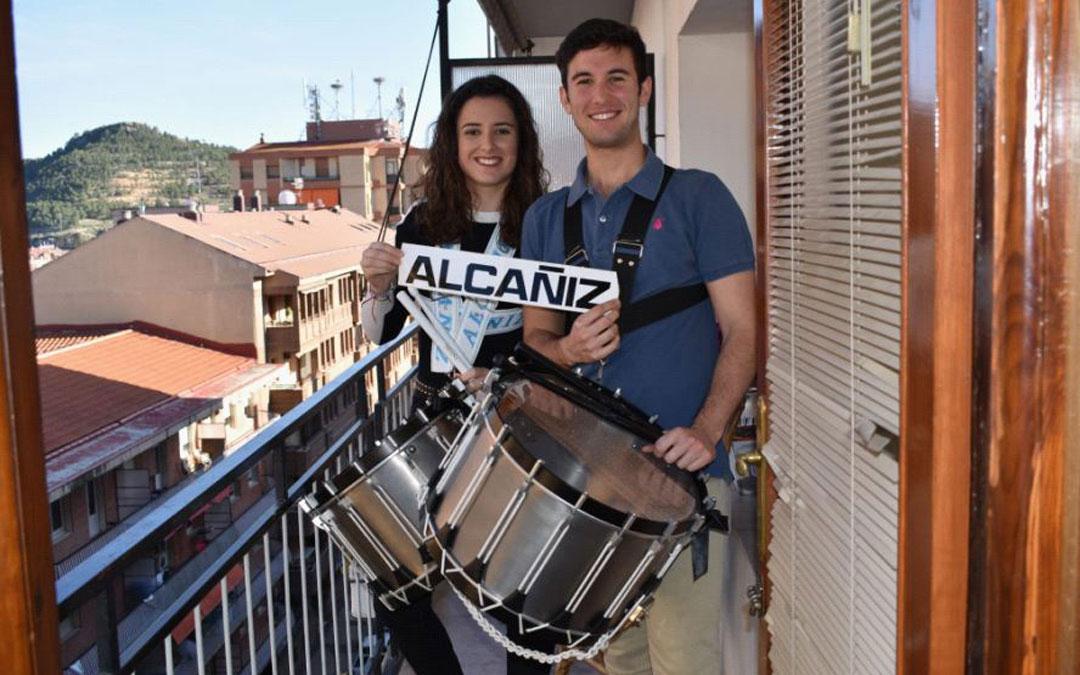 Dos jóvenes alcañizanos que se retrataron para el acto por las Jornadas de la Ruta de Alcañiz que no se celebraron por el coronavirus