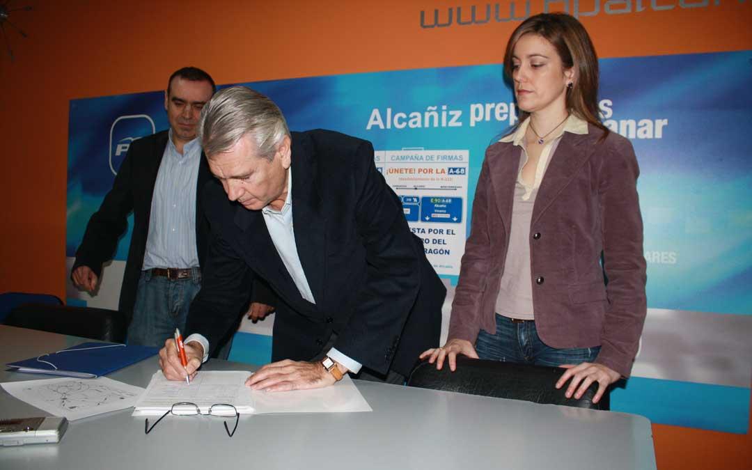 Presentación en Alcañiz de una proposición no de ley para agilizar el desdoblamiento de la N-232 en 2008. / Archivo La COMARCA