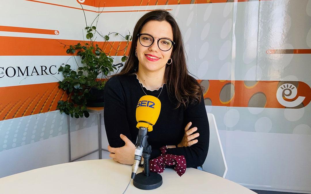 Alicia Martín, en el estudio de Radio La Comarca tras el especial de la Ruta del Tambor y Bombo./ L.C.