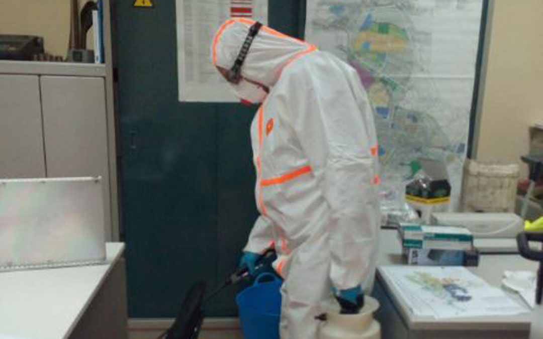 Desinfección en los edificios municipales de Andorra este miércoles / Ayto.
