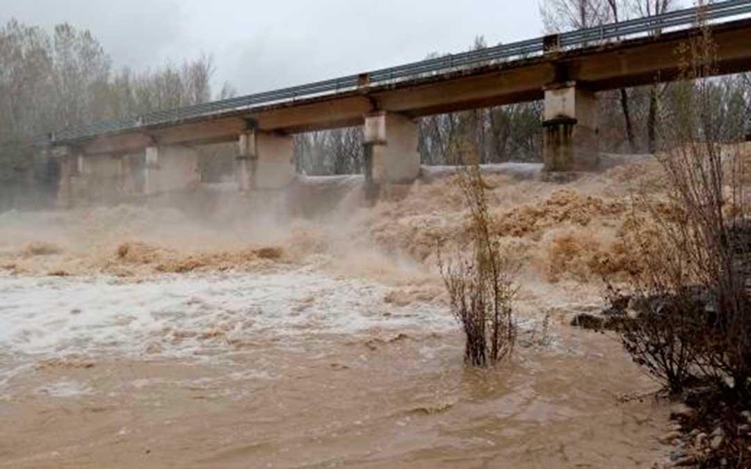 El río Bergantes en Aguaviva ha superado los 180 m3/s.