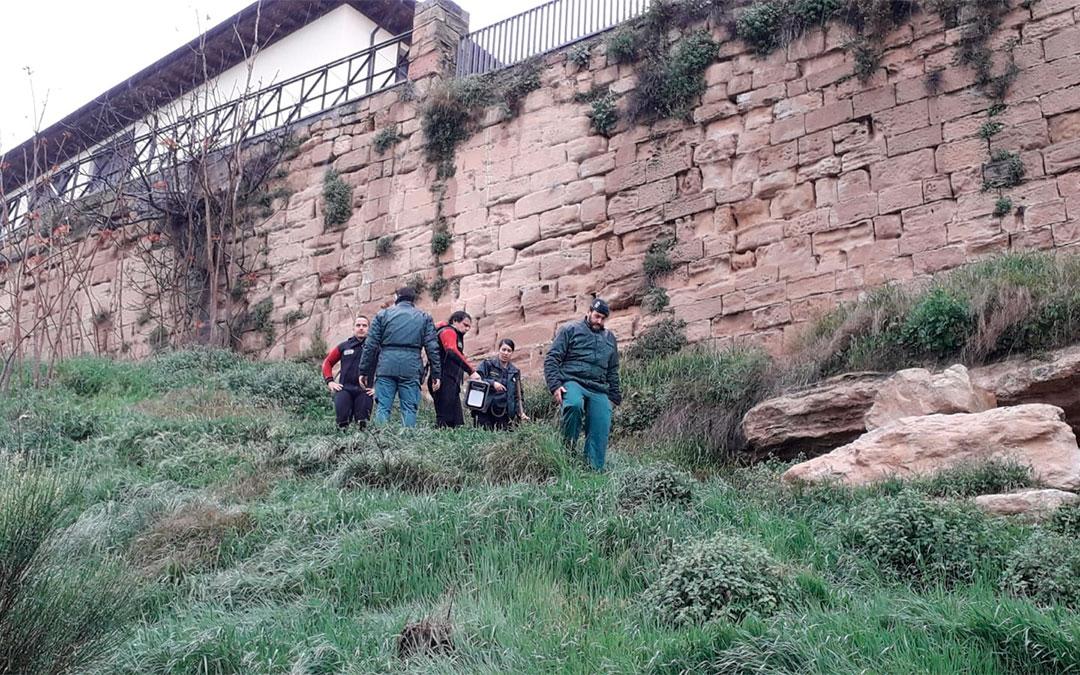 El cadáver se ha localizado en una cueva ubicada justo debajo del castillo del Compromiso de Caspe./ DPZ