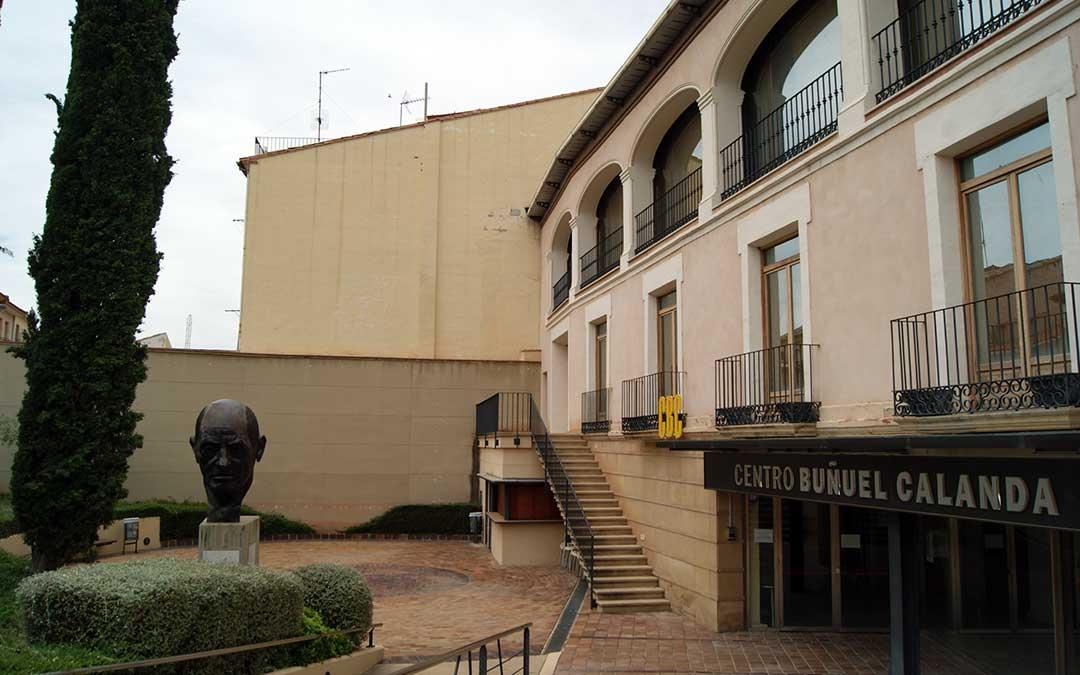 Imagen de archivo del exterior del Centro Buñuel Calanda./ L.C.