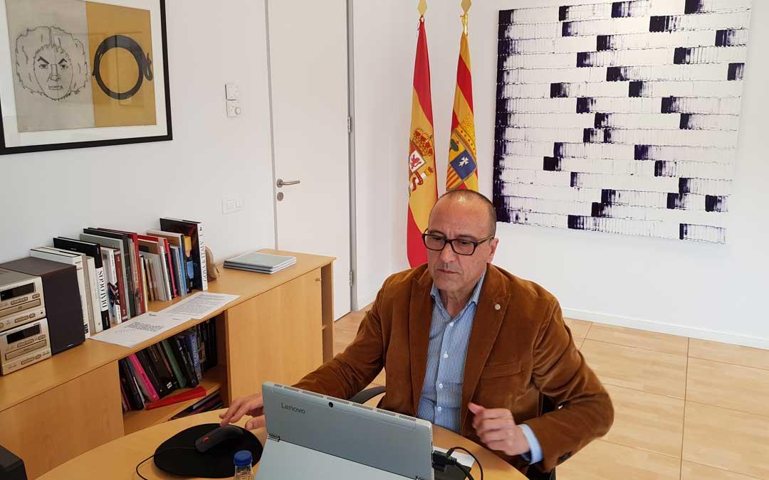 Felipe Faci, el consejero de Educación, en la comparecencia en las Cortes. / DGA