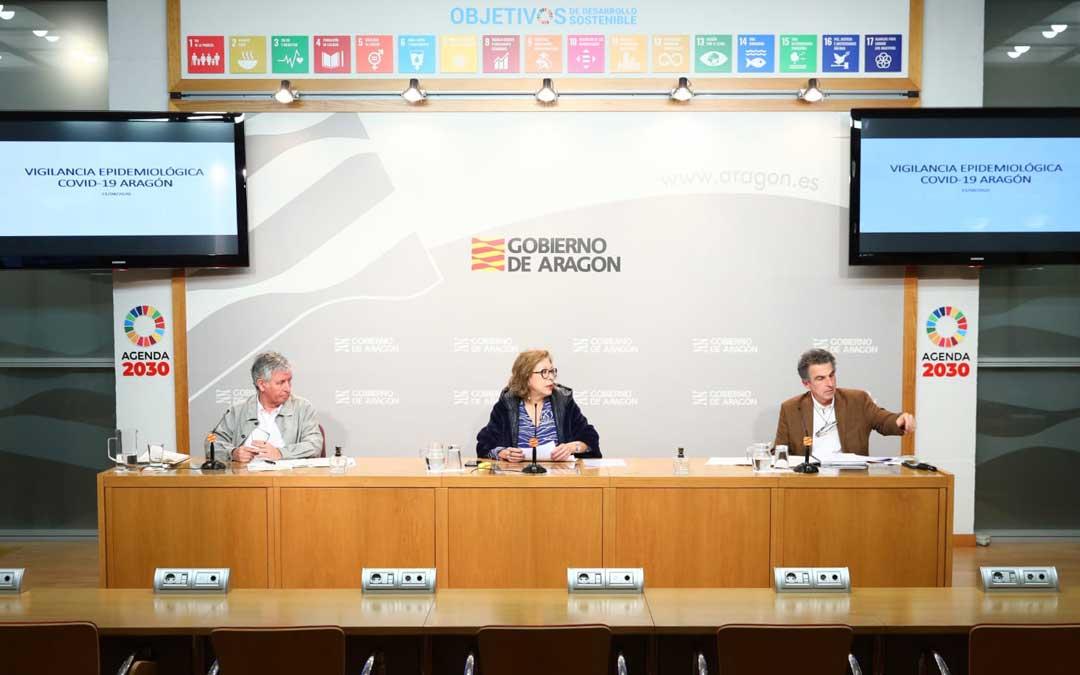 La consejera Ventura, este martes, en rueda de prensa, entre los directores generales Marión y Falo / DGA