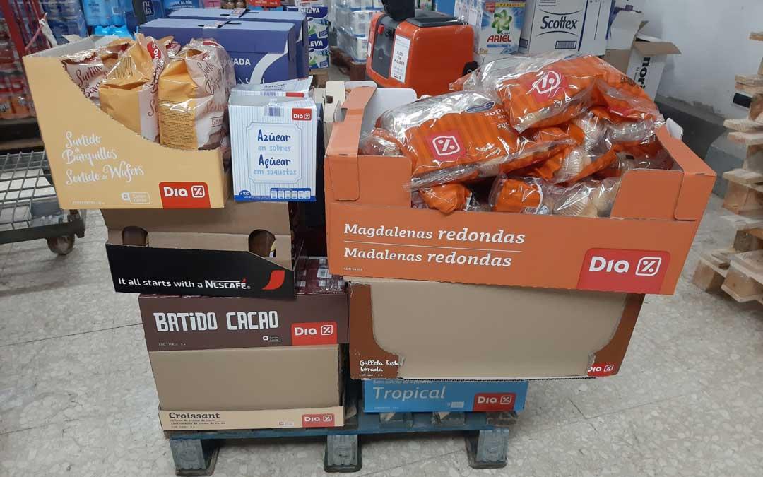 Uno de los palés con los alimentos donados al Hospital de Alcañiz. /DIA