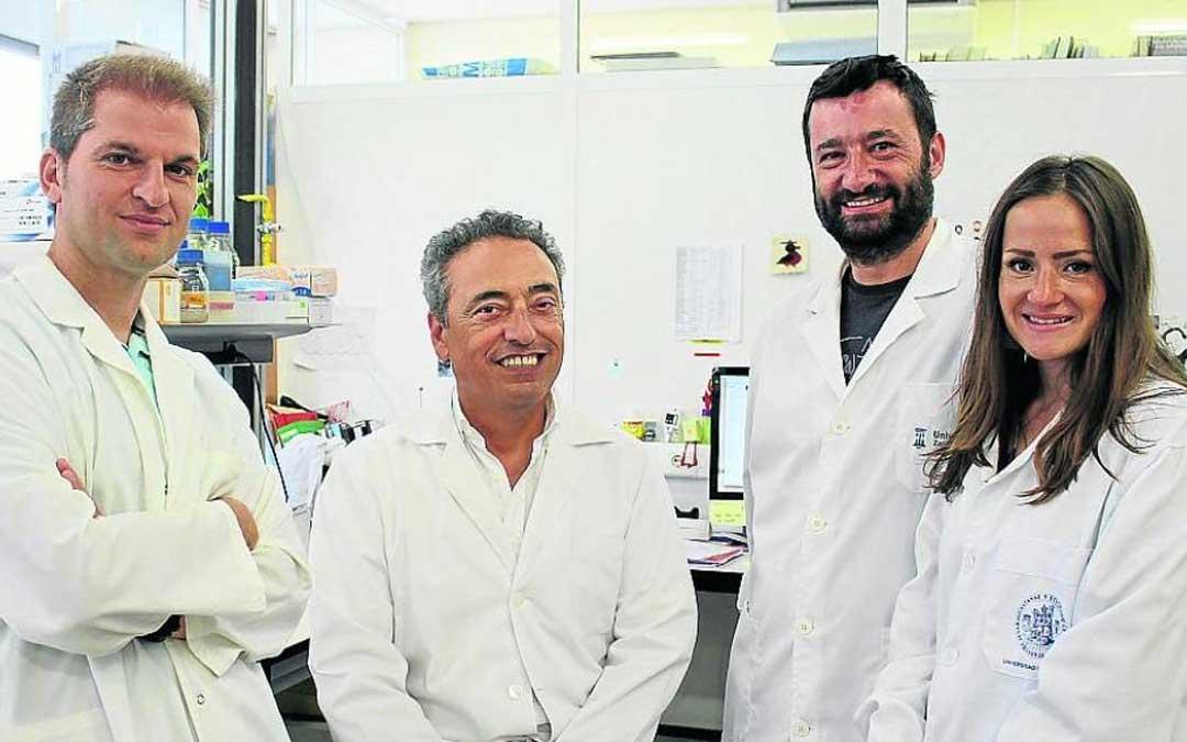 El equipo de científicos de la Universidad de Zaragoza al frente del cual se encuentra Carlos Martín