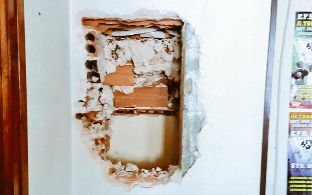 El hueco de la pared donde estaba incrustada la caja fuerte