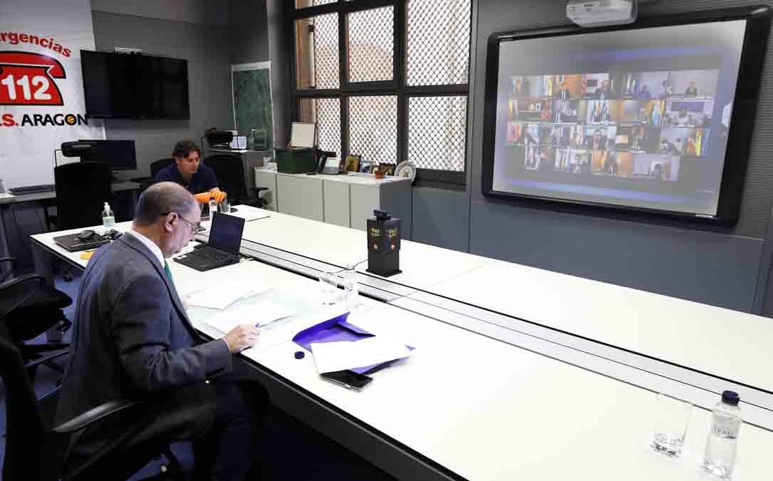 Lambán durante la videoconferencia de este domingo con Pedro Sánchez y el resto de presidentes autonómicos. LUIS CORREAS