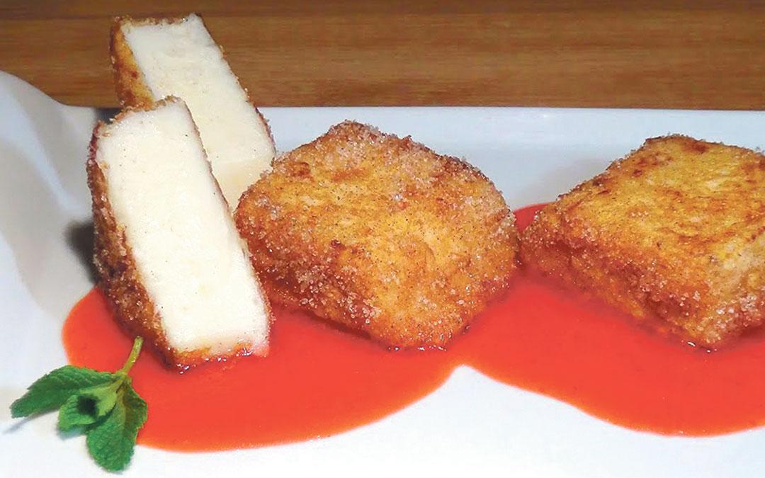 Leche frita con coulis de frambuesa