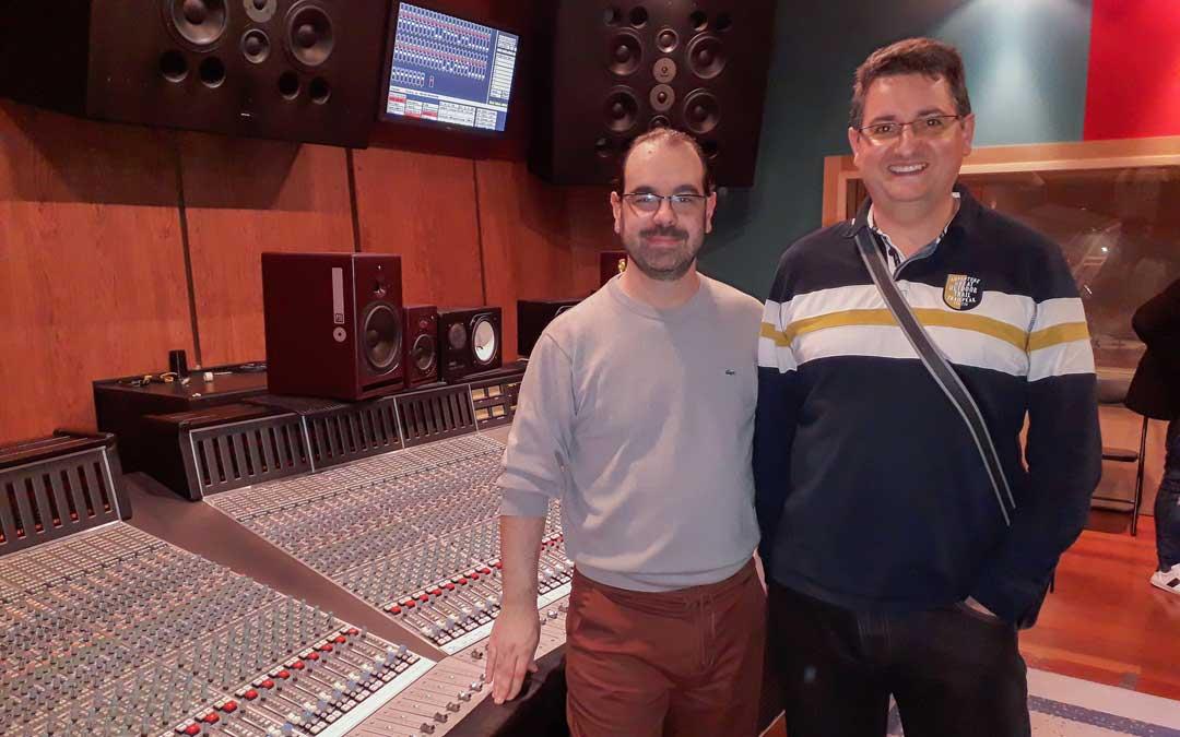 Mampel (dcha.) con Caco Refojo, ganador de 4 Grammy Latinos. Su trabajo implica una formación constante. / Archivo Juan Carlos Mampel