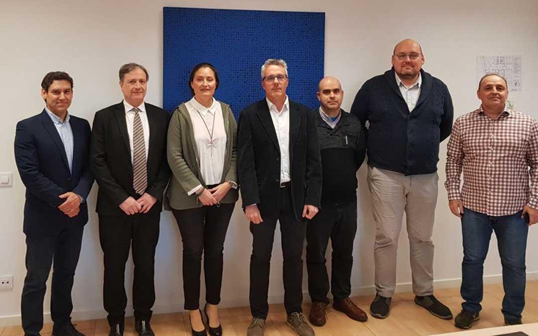 Miembros de COFEDAR junto con el Director General de Deportes del Gobierno de Aragón Javier de Diego./ L.C.