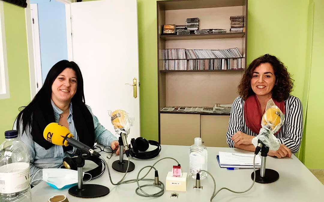 Entrevista a la coordinadora de Servicios Sociales de la Comarca del Bajo ARagón-CAspe, Elisa Rebled y a la directora del proyecto de la campaña agrícola, Ana Mosteo.