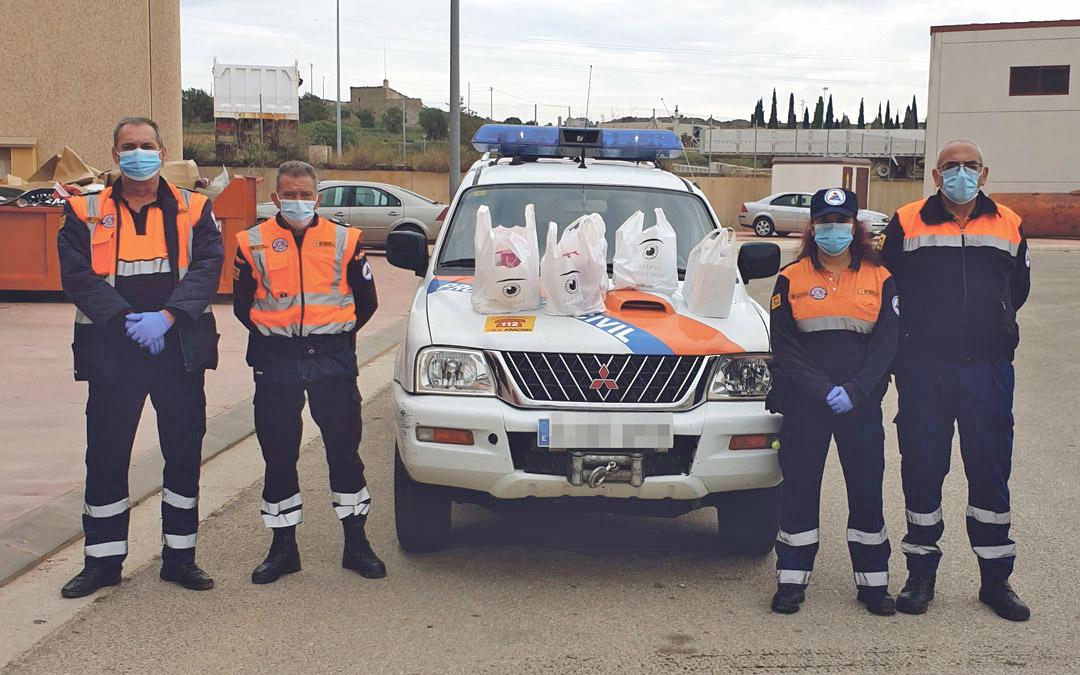 Voluntarios de la agrupación de Protección Civil Bajo Aragón. A la derecha su presidente, Bartolomé González./ P.C.B.A.