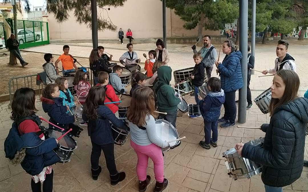 Una sesión de ensayos del grupo infantil de 2019 en Samper. / Grupo Infantil