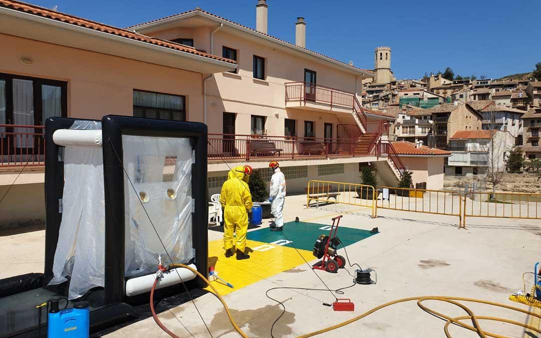 Trabajos de desinfección en la residencia de Valderrobres. / DPT